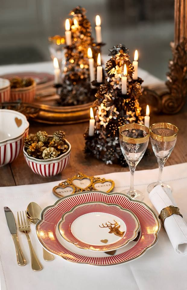 .Christmas table setting.