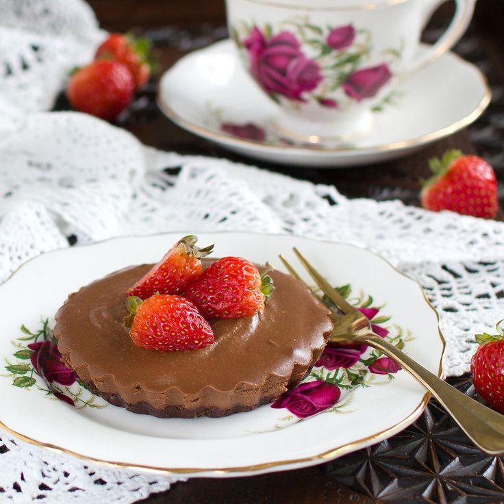 The Kiwi Cook | Raw Chocolate Cream Tarts | http://thekiwicook.com