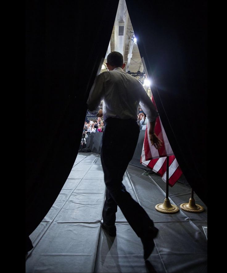 """Pete Souza on Instagram: """"President Obama takes the stage at Desert Vista High School in Phoenix, Arizona in 2013. I'll be speaking in Phoenix on January 13, 2018.…"""""""