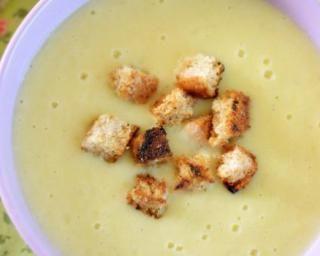 Soupe mange-graisse aux deux céleris et aux pommes Croq'Kilos : http://www.fourchette-et-bikini.fr/recettes/recettes-minceur/soupe-mange-graisse-aux-deux-celeris-et-aux-pommes-croqkilos.html