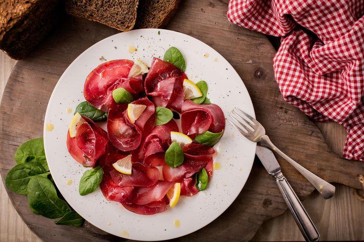 Carpaccio di Bresaola con insalata, limone e pepe / Bresaola Carpaccio with salad, lemon and pepper #lunch #bresaola #salumipasini #salumi #aperitif