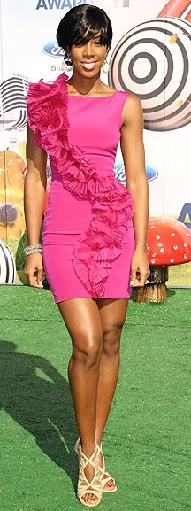 Who made Kelly Rowland's pink ruffle dress and nude sandals that she wore to the BET Awards in Los Angeles?