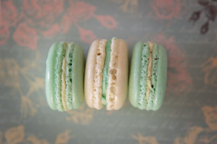 """mon MACARON"" - vanilla cream with 60% almond paste"
