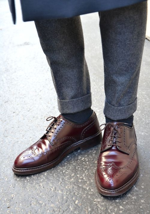 Daily inspiration look book of the top Men's Fashion in the world today. This page includes men's accesories, men's outfit, hair style, shoes, lifestyle,etc. http://www.royalfashionist.com