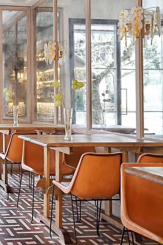 Chocolatería Ibañez | Burgos, Spain- mid century modern- love those chairs