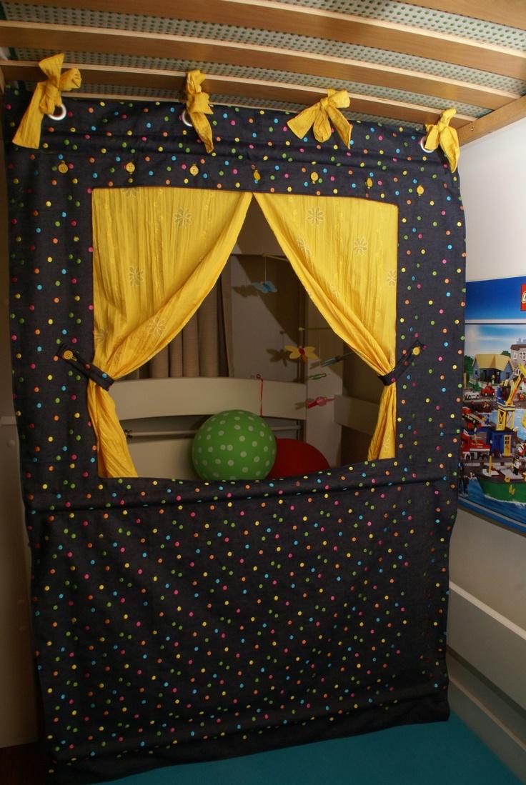 Poppenkast voor onder een hoogslaper buena idea - Teatro marionetas ikea ...