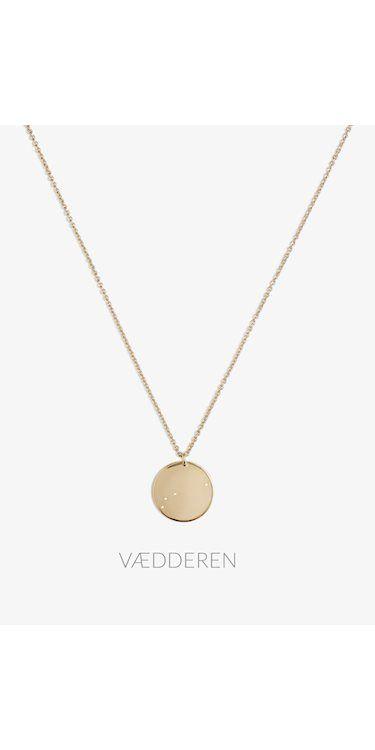 Aries Zodiac Necklace fra Trine Tuxen er en medaljon med stjernetegnet 'vædderen'. Halskæden er lavet i sterling sølv belagt med 14 karat guld.
