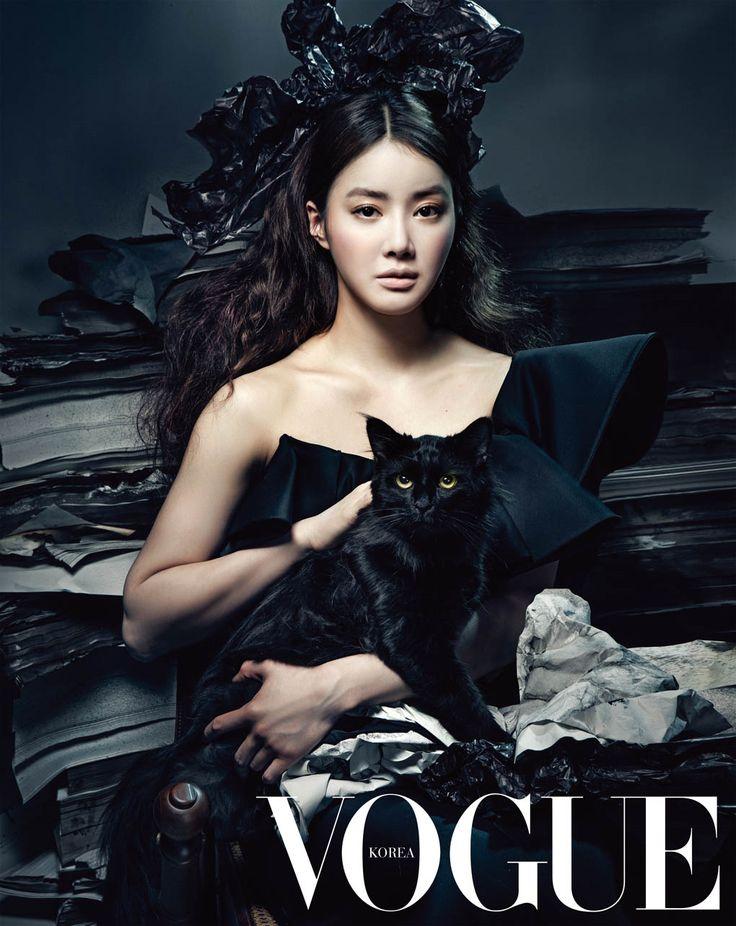 Lee Si-young // Vogue Korea // July 2013