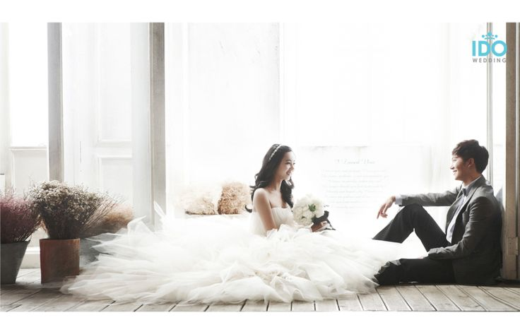 This studio is a mixture of classic, simple and modern. The various concepts strive to portray the elegance of the couple, while not forgetting to add bits of fun here and there to ensure that this…