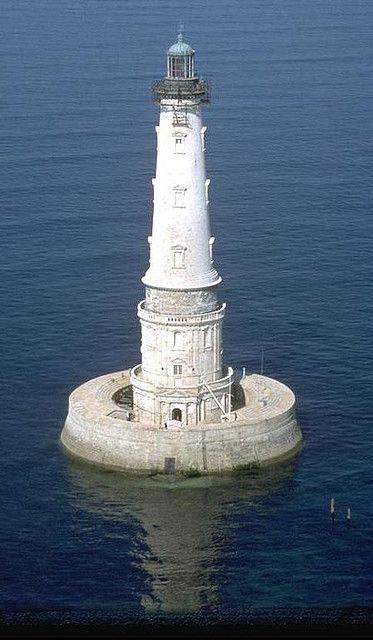 Cordouan, le roi des phares, le Versailles des mers: White Lighthouses, Lighthouse, Des Phare, Sea, Lighthouses Travel, Famous Lighthouses, Versailles France, Cordouan Lighthouses, Le Versail