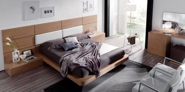 Dormitorio en madera y blanco con mesillas y cajonera en madera