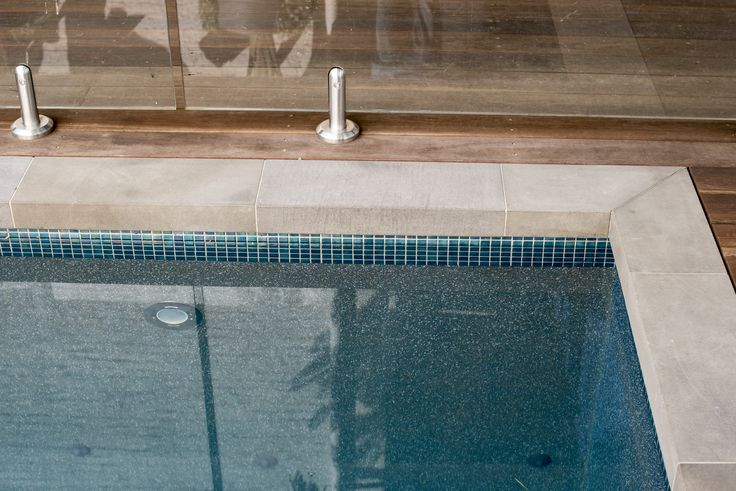 Nulla Bluestone is available in various shape and sizes as well bullnose, pencil round and as drop edge coping. #bluestone #naturalpavers #poolcoping #outdoor #landscapedesign #poolbuilder #bythepool #dropedge #steppingstones