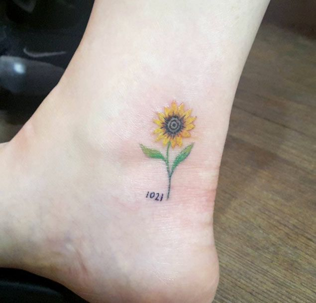 1000 ideas about ankle tattoo cross on pinterest cross tattoo foot maine tattoo and ankle tattoo. Black Bedroom Furniture Sets. Home Design Ideas