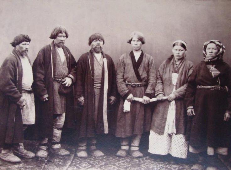 Фотография. Портрет групповой. Крестьяне-пермяки во время помолвки. Фото Рылова С.В.-1887 г.