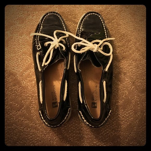 White mountain boat shoes! These black boat shoes have been a huge hit over the years! Perfect slide-on slide-off shoe in the summer! Price is negotiable White Mountain Shoes Flats & Loafers