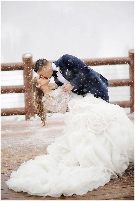 Magical winter wedding photos that are so romantic | Pepper Nix Photography