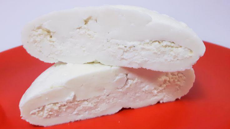 Burrata jest to mozzarella nadziewana ricottą. Przepis na Burratę jest prosty i szybki w przygotowaniu. Wypróbuj nasz przepis na ser Burrata.