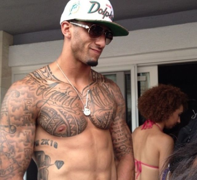 colin kaepernick omg what a sexy man:):)
