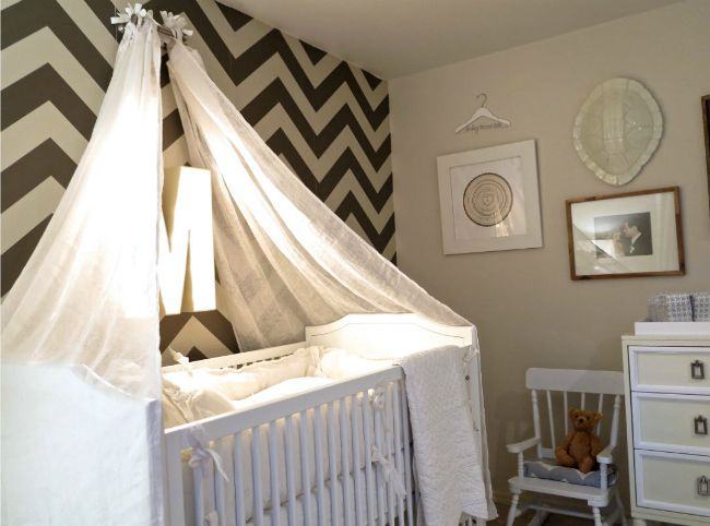 This black and white chevron accent wall makes such a statement! {Click to see more of Jason and Molly Mesnick's Daughter's Nursery}Chevron Nurseries, Cribs Canopies, Projects Nurseries, Baby Room, Celebrities Baby, Chevron Wall, Celebrities Parents, Baby Nurseries, Accent Wall