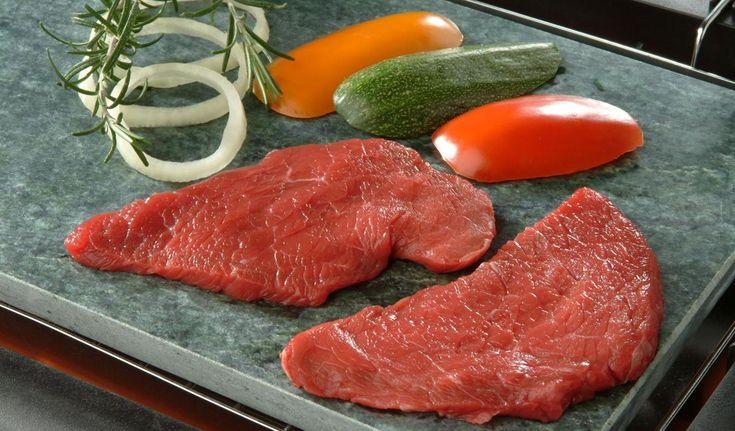 PIERRADE DE BOEUF    Préparation : 10 mn Cuisson : 5 mn Personnes : 4 Ingrédients • 300 g de tende de tranche • 300 g d'aiguillette de rumsteak • 200 g de tranche grasse     Toutes nos recettes sur http://interbev-bretagne.fr/les-recettes/     #Cuisine #Boeuf #plat #recette #Interbev #viande