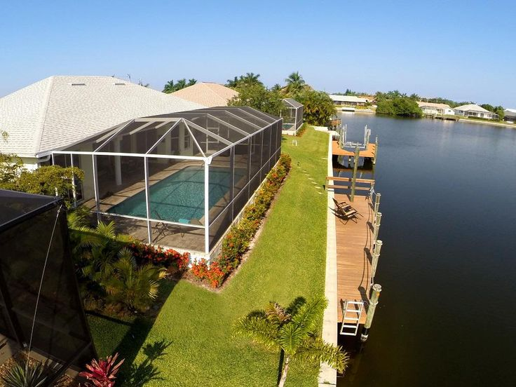 Luxury Villas in Cape Coral, Florida: Holidays in Florida allow for a combination of swimming, relaxation and golf