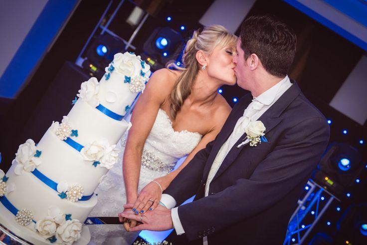 Wedding Photographer Essex Orsett Hall by Light Source Weddings #weddings #photography #orsetthall #weddingcake
