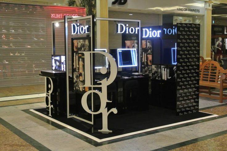 Dior Aiflash Manchester Trafford Center #quiosque #kiosk #dior #varejo #retail #shopping #store #loja #manchester #inglaterra #england #display #retaildisplay #retaildesign