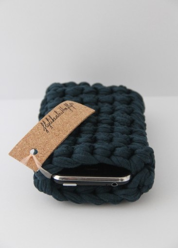 Iphone sleeve crocheted from textile remnants €19