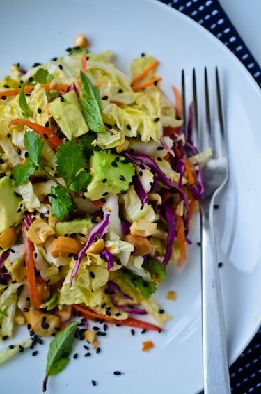Crunchy Cabbage Salad with Peanut Dressing: Peanut Dressing, Dresses Vegans, Cabbage Salad, Yummy Salad, Crunchi Cabbages, Peanut Dresses, Food Salad, Recipes Salad, Cabbages Salad