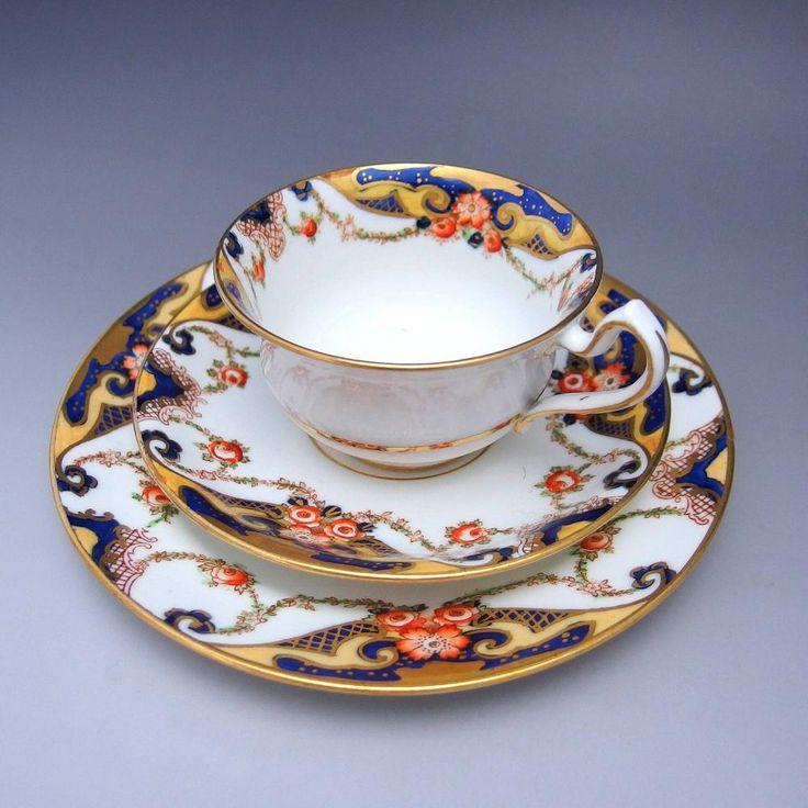 隠れた英国の名窯サミュエル・ラドフォードのトリオのご紹介です。サミュエル・ラドフォードは自ら「陶磁器への花の絵描き師」と名づけ、まさにその名前どおりの作品作りを続けました。そんなこだわりの作家作品をご覧くださいませ。      ⇩ http://eikokuantiques.com/?pid=91142031