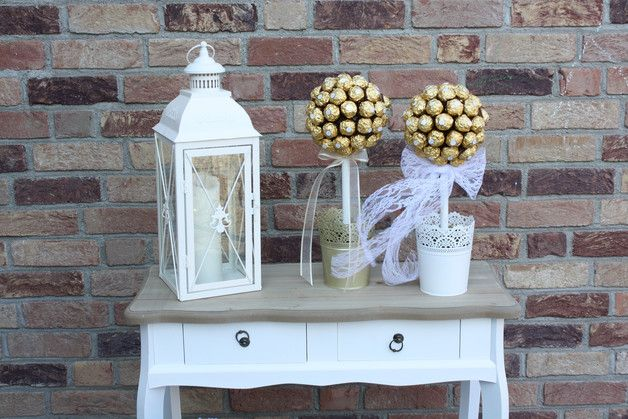*Ferrero Rocher Baum*  ca.55  Pralinen  Du weißt nicht, was Du einer Person schenken sollst, die alles hat ?  Wie wäre es mit einem *Pralinenbäumchen* ? - Das perfekte Geschenk !  *Es ist...