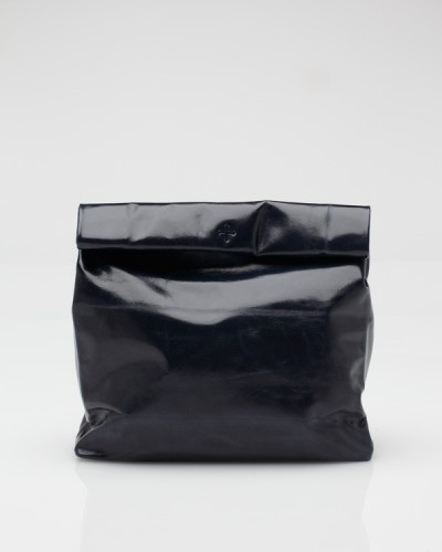 Nothing quite like a soft, shiny, leather pouch to carry a bagged lunch. <3