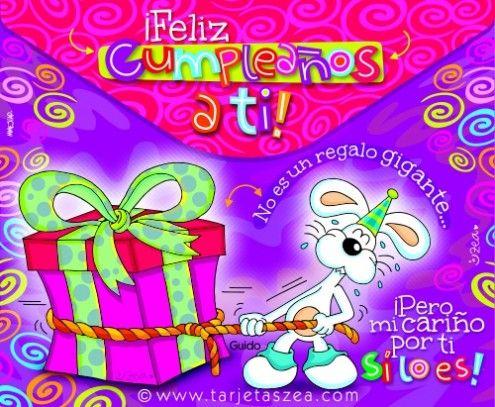 Tarjeta de cumpleaños con mucho cariño-Conejo Guido halando un regalo gigante con una cuerda. © ZEA www.tarjetaszea.com