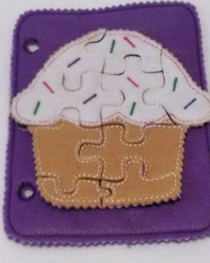Cupcake felt quiet book puzzle with template carry case