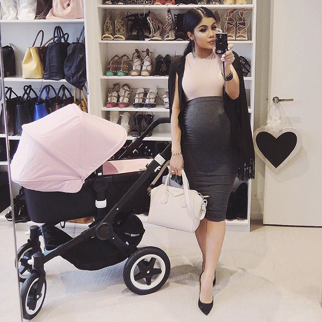 "Shop whole outfit @missguided code ""everything20"" for 20% off Australia wide sorry about the lighting  #38weeks"