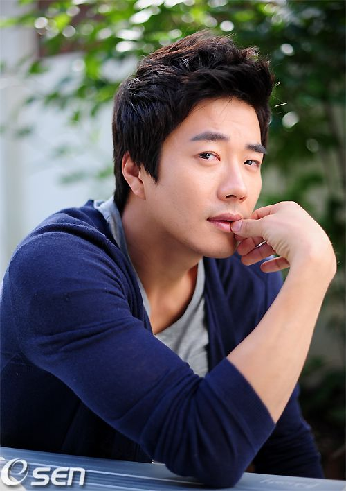 Kwon Sang-woo at Cannes and gets love-call from Chinese movie @ HanCinema :: The Korean Movie and Drama Database, discover the South Korean cinema and drama diversity