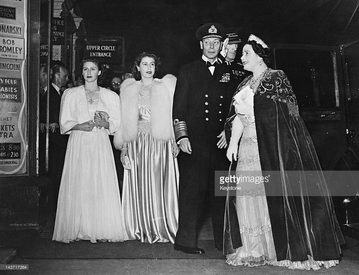 November 5, 1946 | Royal Variety Performance . Princess Margaret, Princess Elizabeth, King George and Queen Elizabeth