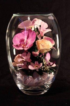 Kristályváza klasszikus romantikus lila Orchideával és Rózsával örökvirág.The classic& romantic love flower in crystal vase