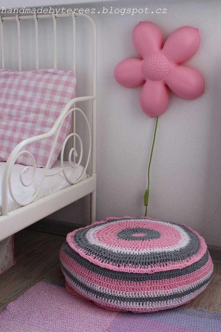 Booster seat, soft, pink, girls, supplement, children's room, crochet ... DIY http://handmadebytereez.blogspot.cz/