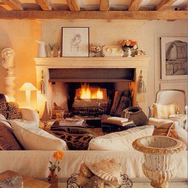 Уютный #дом #уют #камин #интерьер #дизайн #стиль #теплый #дизайнер #каминная #балки #огонь #kashtanovacom #диван #подушки #interior #decor #design #style #room