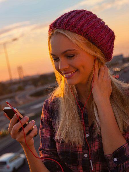 Ob als Gruppen-Spaziergang oder Solo-Tour mit dem eigenen Smartphone: Audiowalks boomen. Wie die Sache läuft und wo man was zu hören