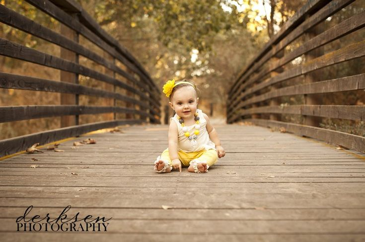 photo shoot idea for 6 month old girl | one-year-old-photo-shoot-posing-ideas-11