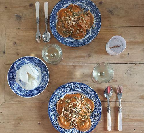 Blider en de Clerq - ravioli met aubergine puree, pesto en amandelen