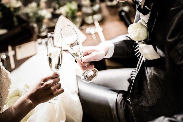 作り上げるイメージカットも大好きですが 自然な流れて撮るイメージカットも大好きです*  何気無い乾杯も雰囲気良く* . . #wedding #photo #photographer #weddingphoto #weddingtbt #weddingdress #bridal #portrait #WD #instawedding #followme #kyoto #FGK #FortuneGardenKyoto #FortuneGarden #フォーチュンガーデン京都 #avestudio #カメラ #結婚式写真 #結婚式 #結婚式場 #プレ花嫁 #花嫁準備 #結婚準備 #結婚式準備 #ウェディングフォト #ブライダル #ファインダー越しの私の世界 #京都 . . . . #photobygoma