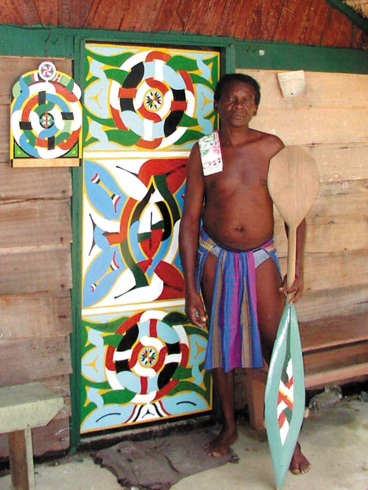 Kunst | Suriname  Aukaans houtsnijwerk