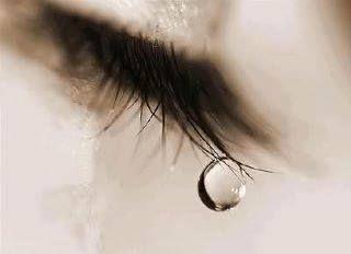 κι εσύ άντρα, βεβαιώσου ότι γίνεσαι εκείνος που δεν το προκαλεί αλλά που το αξίζει το δάκρυ της, γιατί η γυναίκα είναι η Χάρη του Θεού στη ζωή σου και το δάκρυ της είναι η λύτρωσή σου. Marina Amar Dev Ktisti