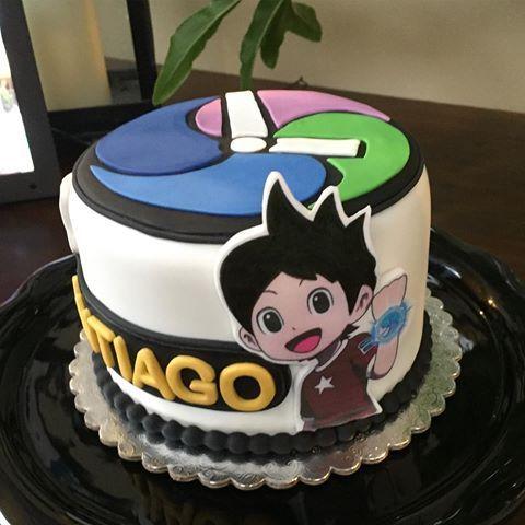 Yo Kai Watch cake!! Complace al cumpleañero de la casa con la torta de su personaje favorito!!! Y así tendrás un recuerdo hermoso de su cumple, cuando en la foto salga FELIZ con una gran sonrisa. No importa si es grande o pequeña, dependiendo de tu necesidad, igual quedara hermosa. #torta #cake #pastel #yokaiwatch #arequipe #birhday #cumpleaños #fiesta #party #lucy #miami #broward