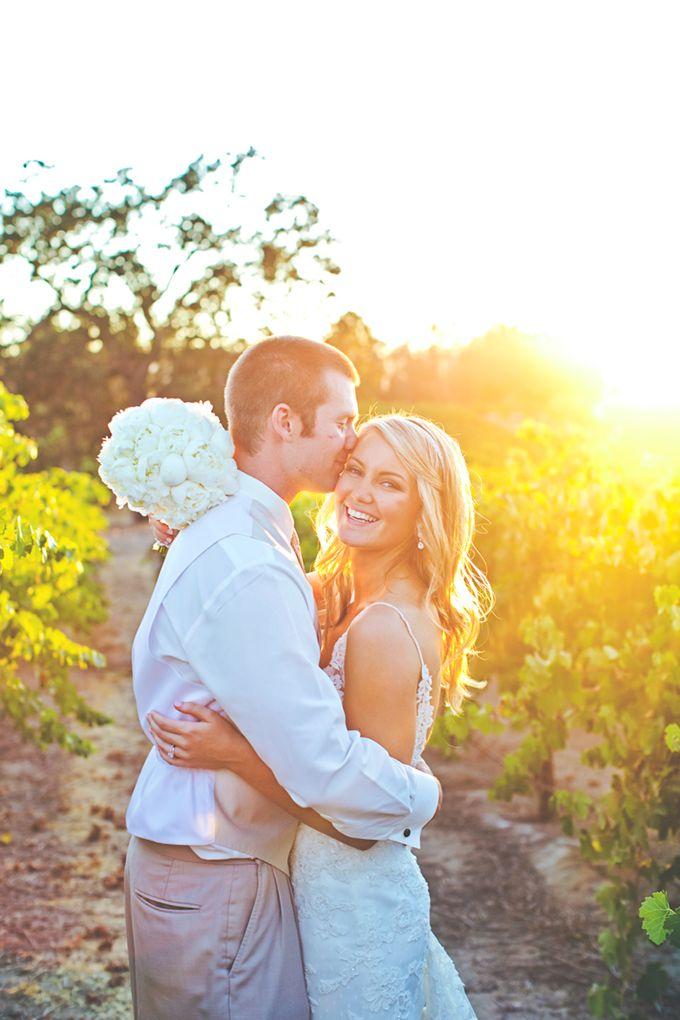 ピンクのスパンコールのワイナリーの結婚式|リンジー·ゴメスの写真|グラマー&グレイス
