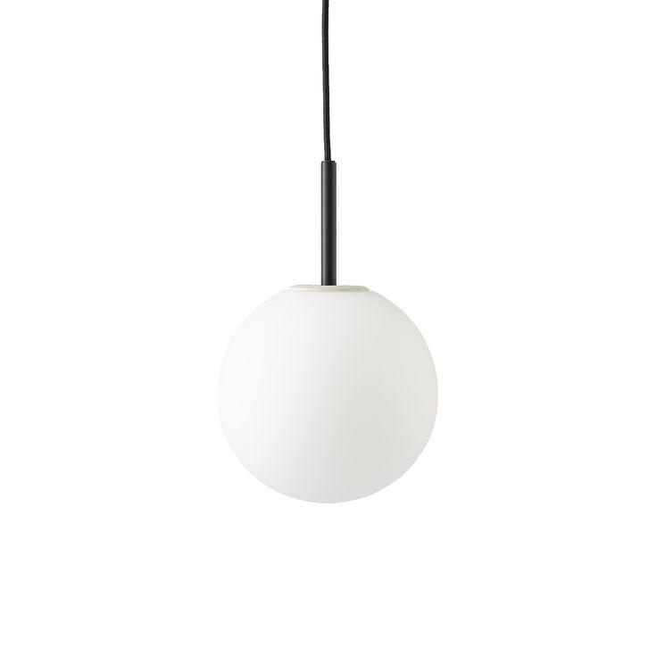 TR Bulb hengelampe fra Menu, formgitt av Tim Rundle. Denne hengelampen er en smart løsning for den u...