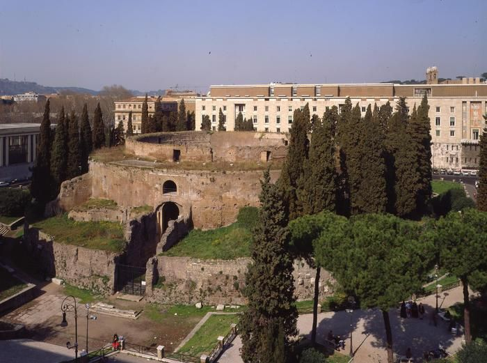 A 6 million Euro donation was recently made for the restoration of the #MausoleumOfAugustus on the banks of the Tiber.